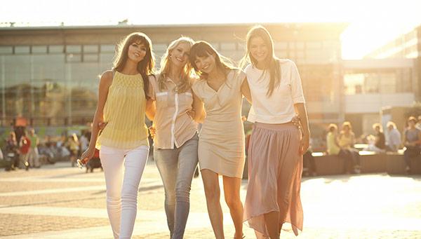 tjejer-shoppar